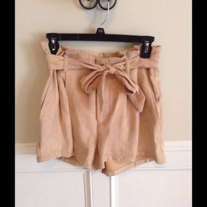 Divided by H & M Other - Beige high-waisted shorts
