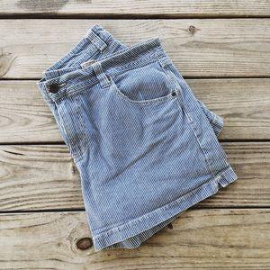 Cute striped shorts!