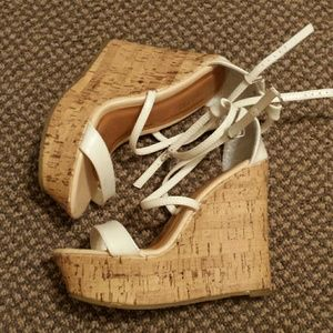 traffic Shoes - Cute white wedges!