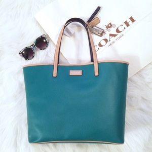 Coach Handbags - HUGE Green Coach Bag • Tote • Weekender Bag