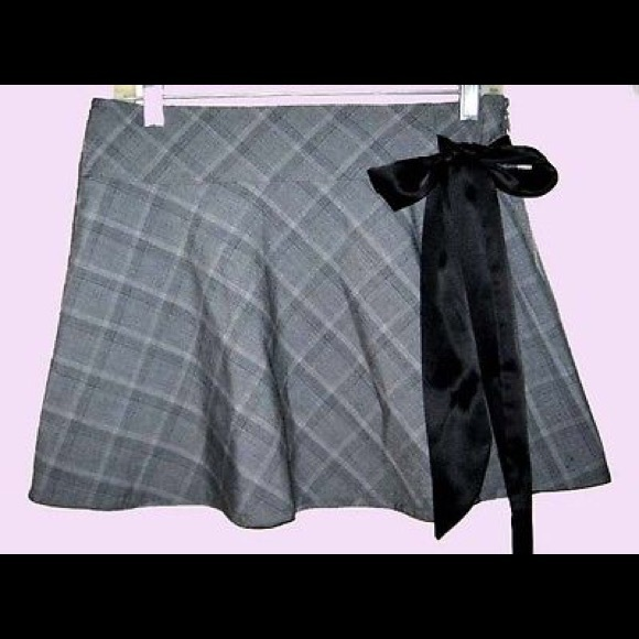 88 off bebe dresses skirts bebe gray plaid satiny bow mini skirt from shawna 39 s closet on. Black Bedroom Furniture Sets. Home Design Ideas