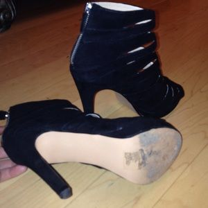 0d08cbb87710 H M Shoes - Fairly new strappy h m 5 inch heels in black