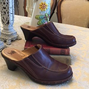 Sofft brown leather clogs