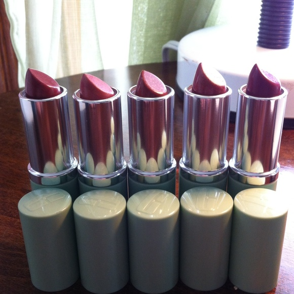 Clinique Accessories - Bundle of 5 Clinique lipsticks