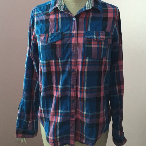 Love culture cute button down from pam 39 s closet on poshmark for Do gucci shirts run small