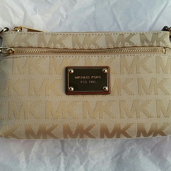 matching in colour reasonably priced Buy Authentic Sale! Michael Kors large wristlet beige NWT