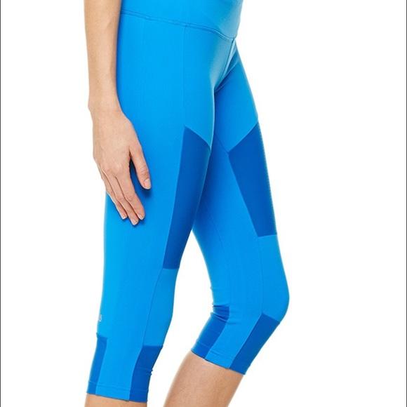 Alo Yoga Capri Leggings M From