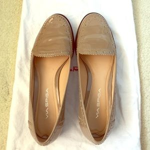 Via Spiga patent leather tan loafer in size 7