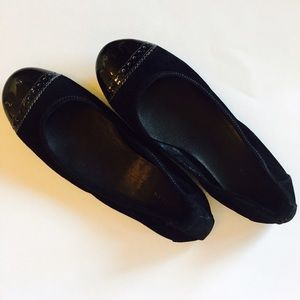 Cole Haan Shoes - ⛔️BUNDLED⛔️Cole Haan enamel toe tip black flats