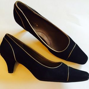 AEROSOLES Shoes - Aerosoles black gold heels pumps
