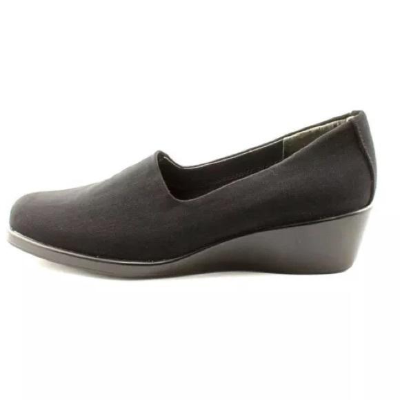 79 aerosoles shoes aerosoles black wedge shoes from
