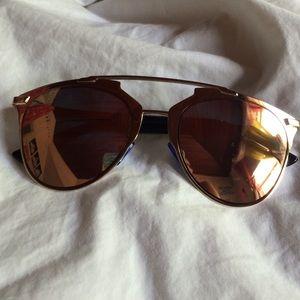 Mirrored sunglasses w/case