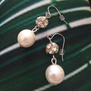 Jewelry - Pearl dangle earrings