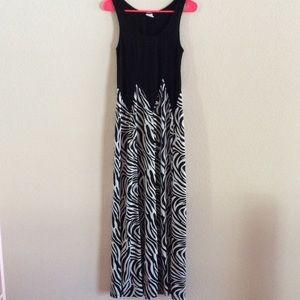 Dresses & Skirts - Maxi dress zebra print