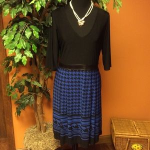 Soho Apparel Dresses & Skirts - 🎉HP🎉SZ 10🎀HOUNDSTOOTH & FAUX LEATHER TRIM DRESS