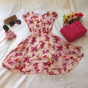 Dresses & Skirts - NWOT Beautiful Chiffon Floral Dress Unique Style