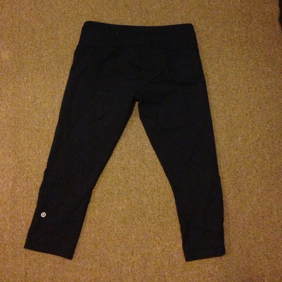 lululemon athletica Pants - Black lululemon cropped yoga pants