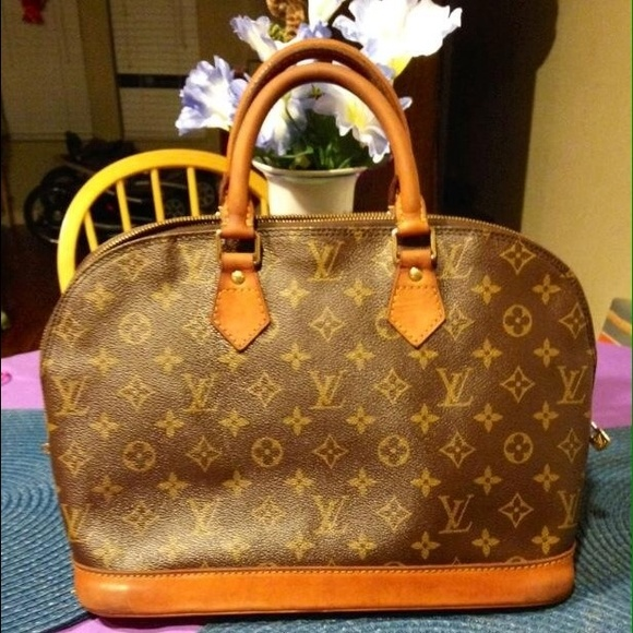 caacb56e2a43 Louis Vuitton Handbags - Authentic Vintage Louis Vuitton Alma Monogram Pm.