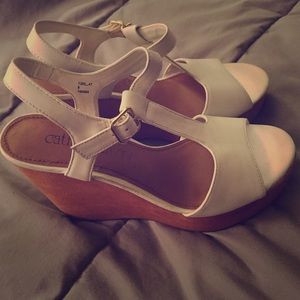 NWOT White Cathy Jean wedges