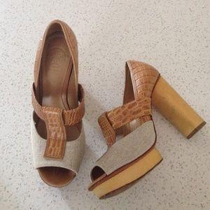 Tory Burch Shoes - ⚡️FINAL SALE⚡️Tory Burch platform heel