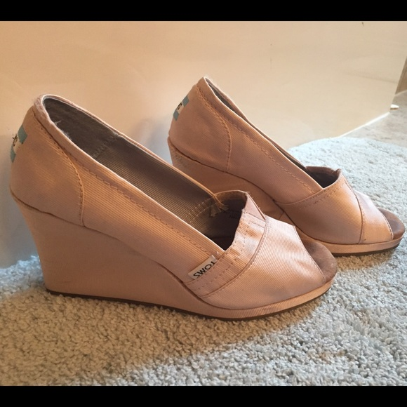 76 toms shoes toms light pink wedges from kristen s