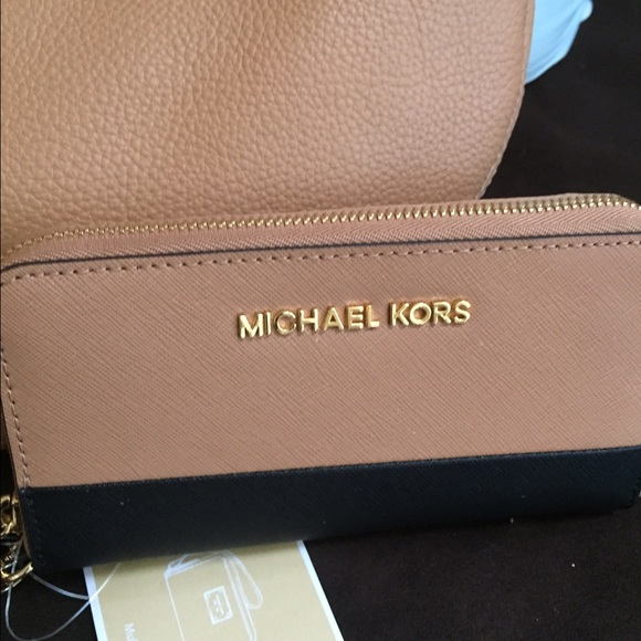 Michael Kors tan and black wallet 42e269a49326