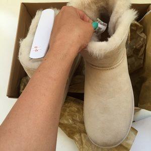 7a722ea5e8d UGG authentic mini Bailey button perla boots Sz 10 NWT