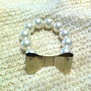 Jewelry - Chunky Pearl & Bow Bracelet
