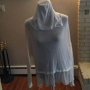 Hollister Tops - 🎉HP🎉Lightweight Long Sleeve Hooded Sweater
