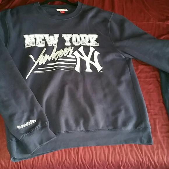 newest 856d3 46a72 Mitchell & Ness Yankees Sweatshirt