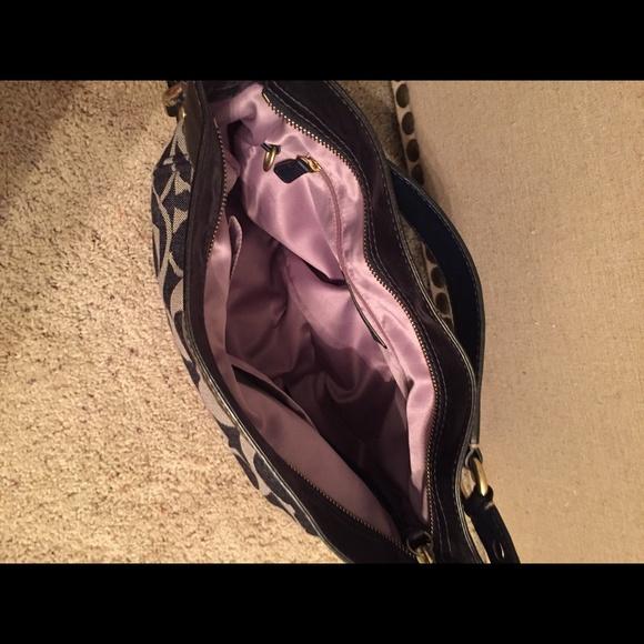 Coach Zoe Medium Signature Shoulder Bag 45