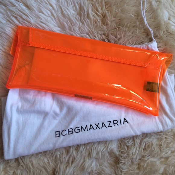 BCBGMaxAzria Accessories - BCBG MAX AZRIA clutch