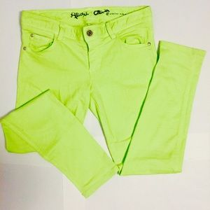️Alice and Olivia trendy chartreuse skinny jeans!