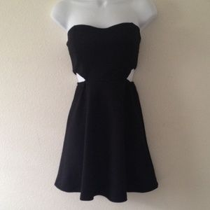 Dresses & Skirts - Cut out dress