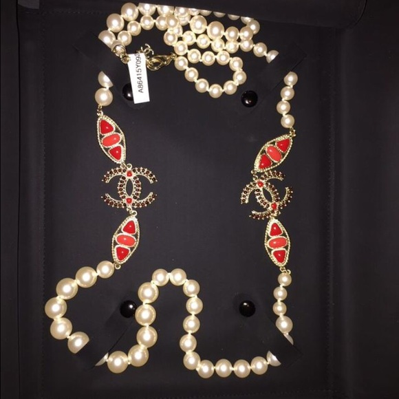 chanel pearl necklace. chanel jewelry - authentic chanel pearl necklace