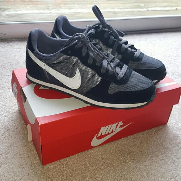 Women's Nike Genicco, size 7