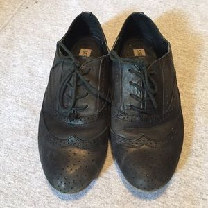 Steve Madden black leather oxfords