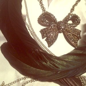 Gunmetal gray bow necklace & long feather earrings