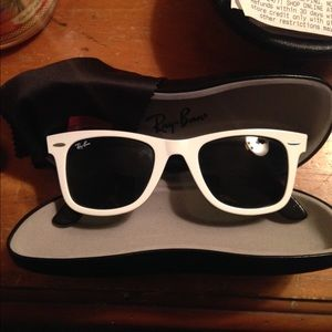 Ray Ban wayfarer White sunglasses NWOT