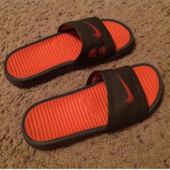 sale retailer 970b2 53971 Orange/Black Nike Slides & White/Black Nike Slides