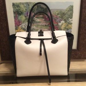 Michael Kors Handbags - Like new.....MICHAEL KORS LARGE MIRANDA TOTE