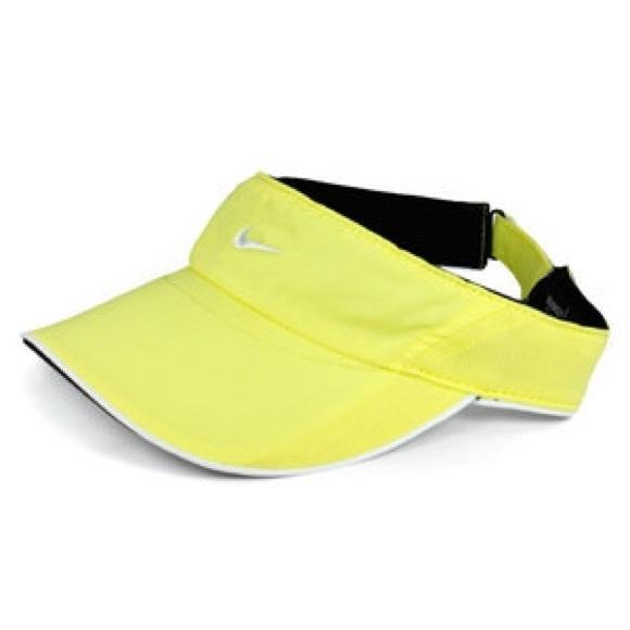 0498d6dd5f5d4 Nike Neon Yellow Visor. M 559ec2f83c0112300602752e