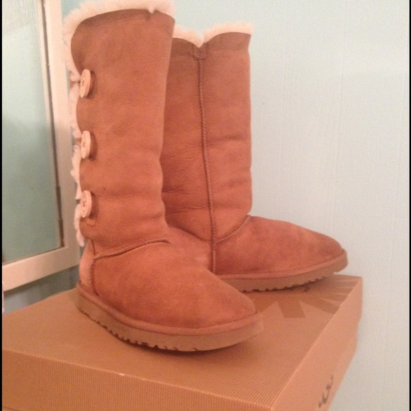 bailey button uggs chestnut size 8
