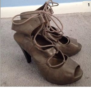 NEW forever 21 strappy heels size 6