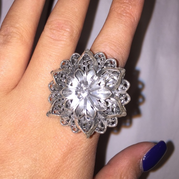 Silver Metal Flower Ring OS From Denise & Leah💕💅💄💋's