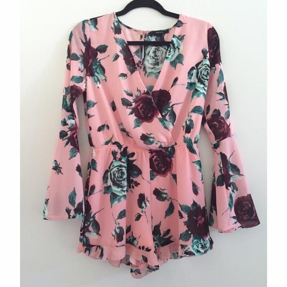 df7677064d6 Pink Floral Bell-Sleeved Romper. M 55a470aa10b8896e7d013d41