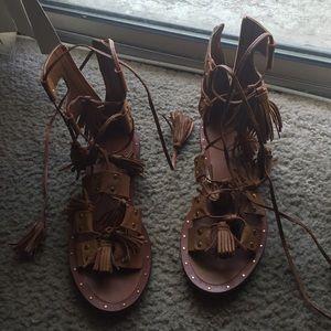 Tasseled leather roman sandals 😘