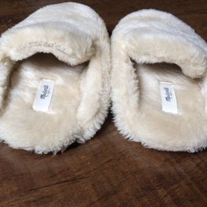 ac9280786392 Madewell Shoes - Madewell Faux-Shearling Snow Cloud Slippers Size 6
