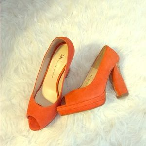 99% new! Cute heels!! 😍
