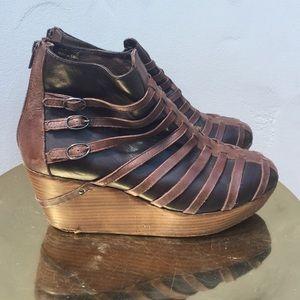 80%20 Shoes - 80%20 brown wedge booties from American Rag!